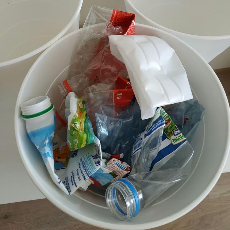 Нужно ли мыть и сминать отходы?